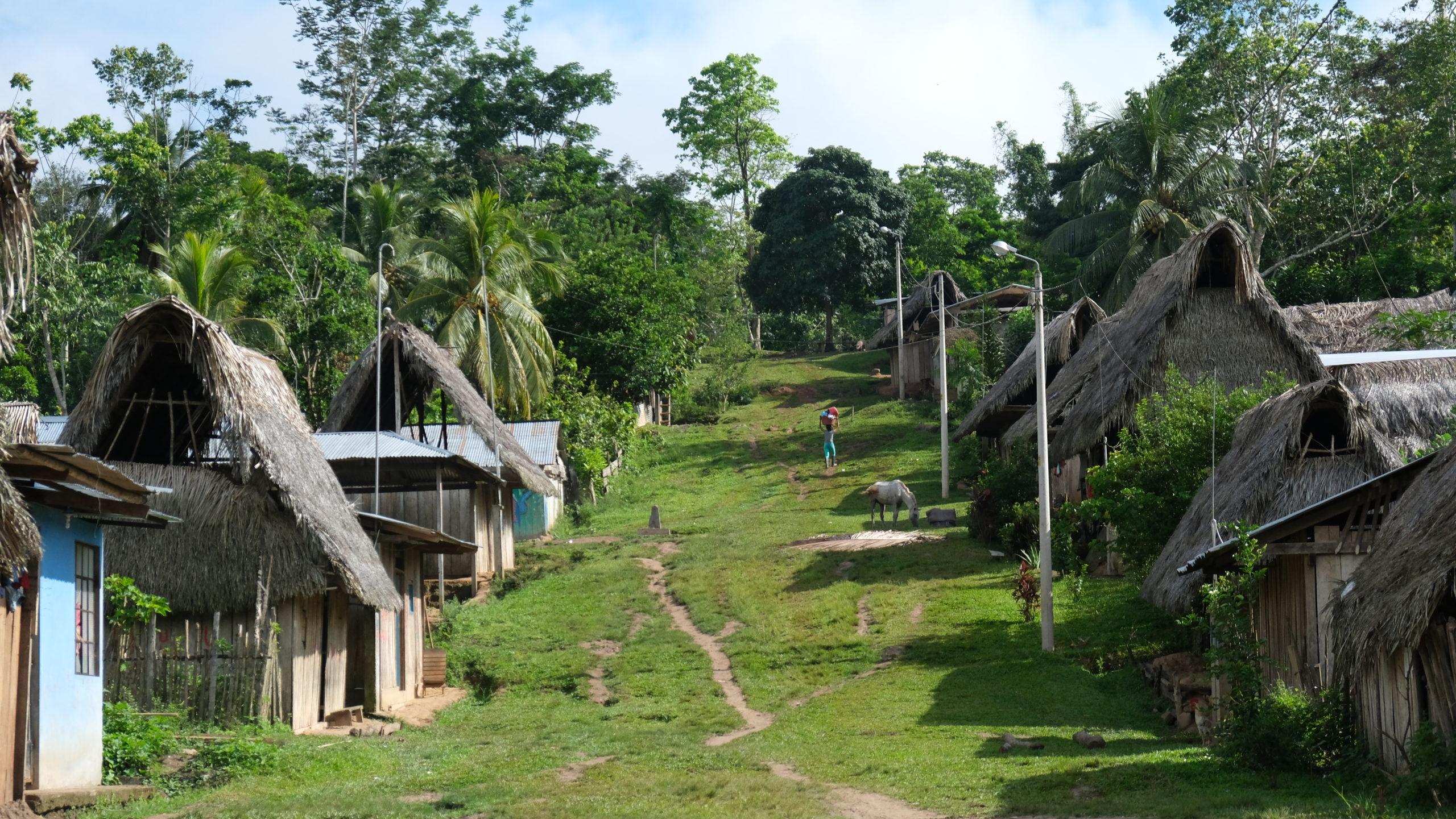 Tra ferite aperte e paradossi, lavorare con le comunità indigene