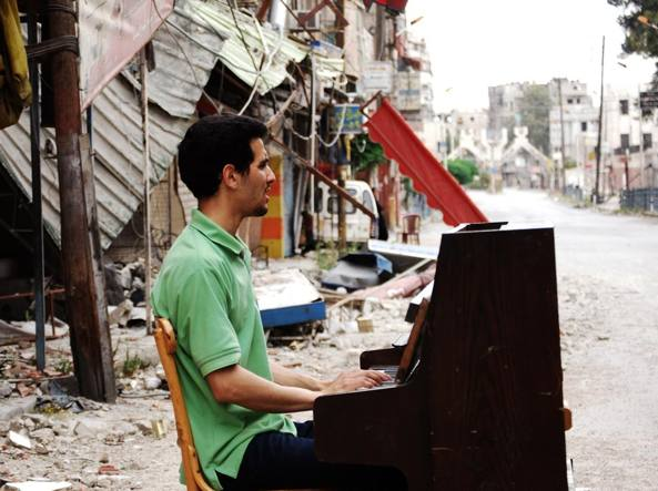 """""""Il pianista di Yarmouk"""" e quella speranza da cui ripartire"""